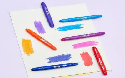 Giz de cera color gel nas cores azul, roxo, laranja e vermelho