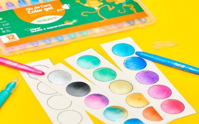 Círculos coloridos com giz de cera metálico